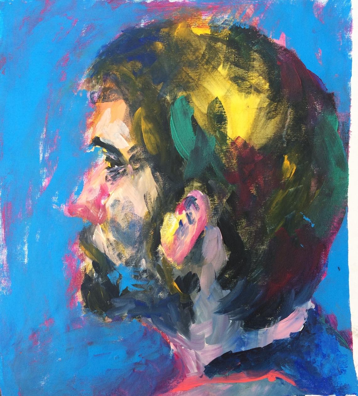 Mann auf blauem Hintergrund